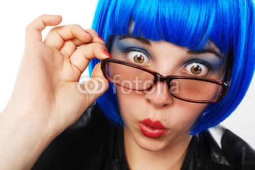 Bild auf Poster   girl with Blau wig looking astonished