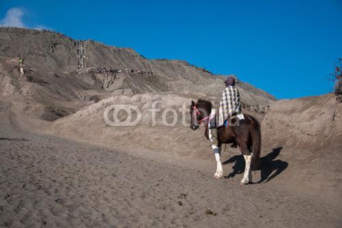 Bild auf Leinwand   Going up to the Bromo mountain